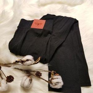 Mossimo black capris